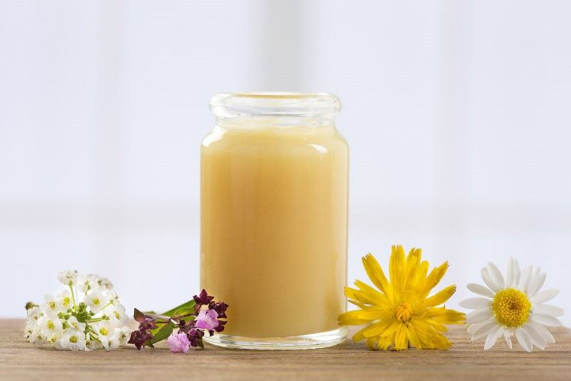 sữa ong chúa trị mụn